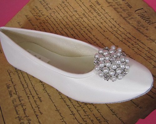 Flat with Pearl and Rhinestone Brooch