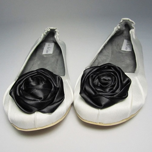 Flat with black rose
