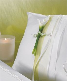 Bridal Beauty Calla Lily Square Ring Pillow