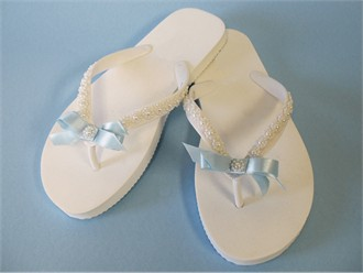 Decorated Havaianas with Ribbon Bow and Pearl Details
